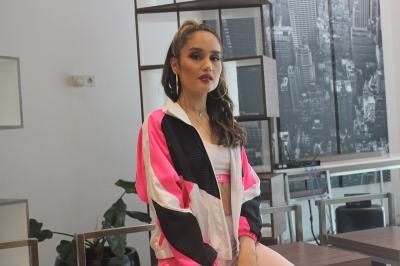 Cinta Laura Lawan Body Shaming Lewat Sportwear, Cantik Tak Harus Putih dan Langsing!