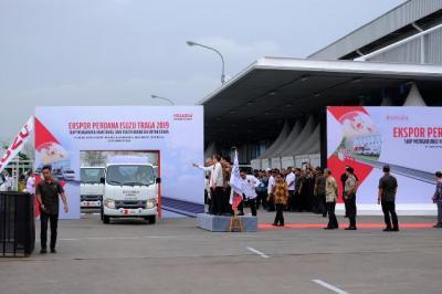 Ekspor Perdana Isuzu Traga ke Filipina dengan Fasilitas KITE