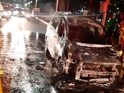 Mobil Terbakar di Gelora Bung Karno