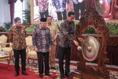 Tekan Defisit, Presiden Jokowi Pangkas Impor Energi dan Bahan Baku
