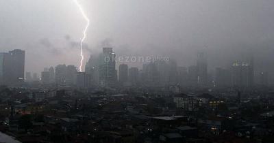 Jakarta Berpeluang Diguyur Hujan Disertai Petir Hari Ini