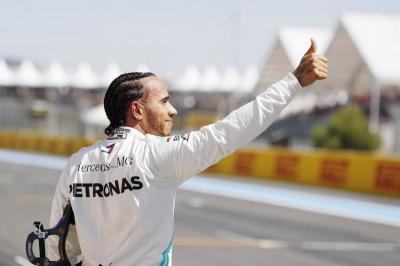 Alonso Sebut Hamilton Selevel dengan Schumacher