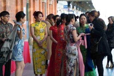 Mengulik Sejarah Baju Cheongsam Khas Imlek yang Sudah Ada Sejak 1920