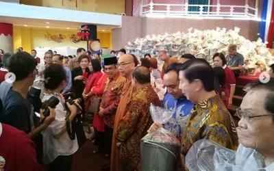 Hadiri Perayaan Imlek, Menteri Fachrul Razi Bagikan 5.000 Bingkisan