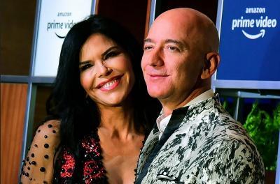 Jeff Bezos, Miliarder Dunia Kini Berani Tampil Lebih Stylish