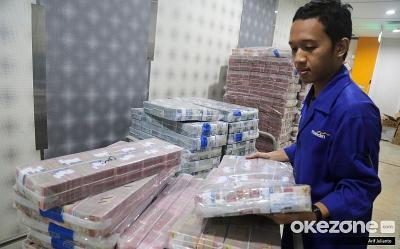 Diramal Jadi yang Terkuat, Rupiah Jinakkan Dolar AS ke Rp13.639 USD