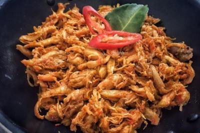 Santap Malam dengan Ayam Sisit Khas Bali, Asin Pedas Menggugah Selera!