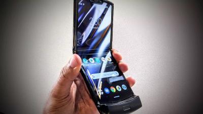 4 Produsen Berlomba Bikin Ponsel Lipat, Motorola hingga Samsung