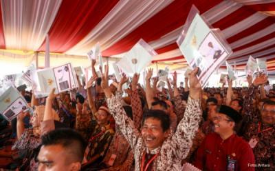 Bagikan Sertifikat Tanah di NTT, Jokowi Ungkap Peliknya Masalah Sengketa Lahan