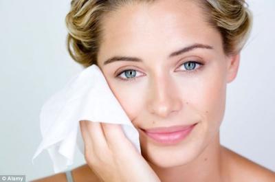 5 Langkah Cepat Menghapus Makeup, Bikin Wajah Bebas Kusam
