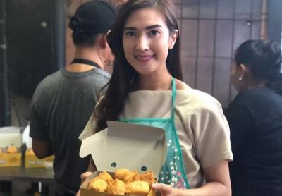 Berkenalan dengan Amanda, Penjual Tahu Cantik di Haji Nawi yang Viral