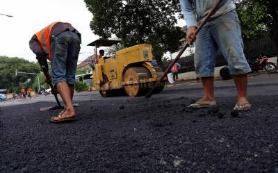 Menteri Basuki Tambal Jalan Rusak dengan Teknologi TCM, Apa Itu?