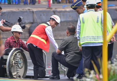 Presiden Jokowi Jajal Kapal Selam Buatan PT PAL