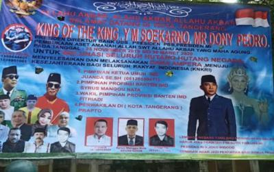 Polisi Buru Pemasang Baliho Kerajaan 'King of The King' Titisan Soekarno di Tangerang