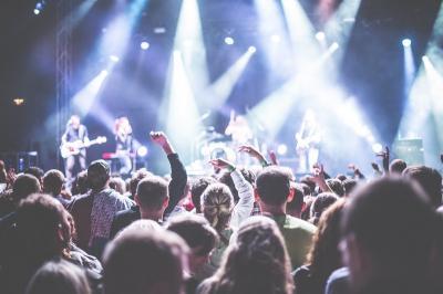 Tips Nyaman Menonton Konser Musik