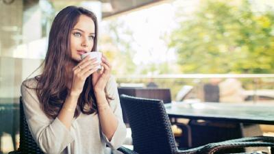 Bukan Kangen, Ini 4 Alasan Cewek Masih Suka Kepikiran Mantan Kekasih
