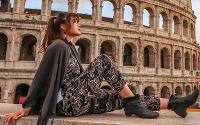 Liburan Syantik Carla Yules di Colosseum Roma