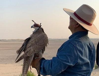 Prabowo Lepas Burung Elang di Gurun Pasir dalam Lawatan ke UEA