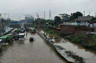 Tol Jakarta-Cikampek Banjir, tapi Masih Bisa Dilintasi