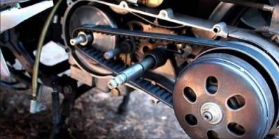 Melintasi Genangan Air, Pengendara Motor Matik Wajib Periksa Bagian Ini