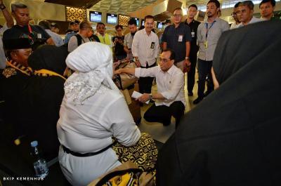 Menhub Ungkap 2 Solusi Sementara bagi Jamaah Umrah yang Batal Berangkat ke Arab Saudi