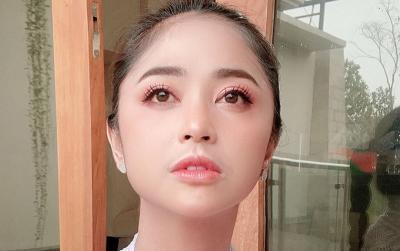 Dewi Perssik Bingung Kaca Rumah Pecah Tanpa Sebab