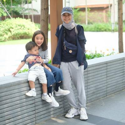 Intip Inspirasi Hijab Sporty ala Zeezee Shahab dan Zaskia Mecca