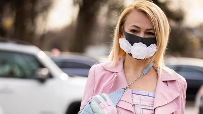 Kontroversi Masker Trendi Mahal di Tengah Pandemi COVID-19