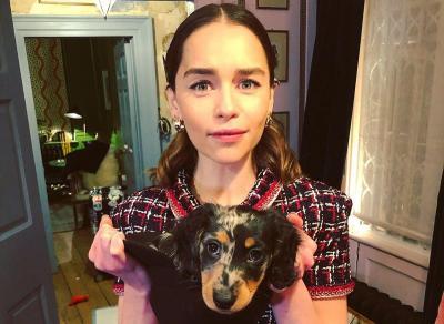 Galang Dana Lawan Corona, Emilia Clarke Tawarkan Makan Malam Bersama