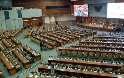 Rapat Paripurna, DPR Bacakan Surat Presiden Terkait RUU Omnibus Law Cipta Kerja