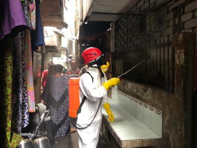 Pemerintah Semprot Disinfektan dan Sebar Puluhan Ribu Sabun di Jakarta dan Tangsel