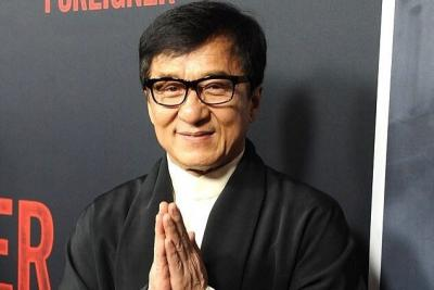 Hindari Corona, Jackie Chan Minta Fans Jaga Diri