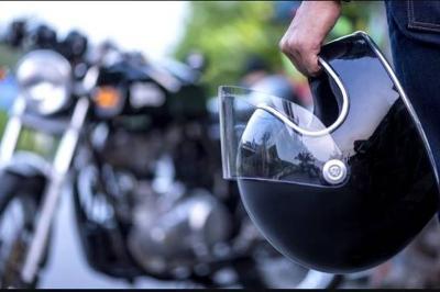 Hati-Hati Kebotakan Dini karena Pakai Helm, Ini 3 Triknya