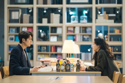 Pertemuan Lee Min Ho & Kim Go Eun dalam Stills Drama King: Eternal Monarch