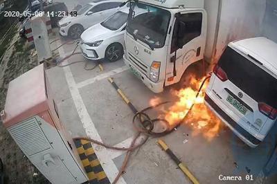 Kamera Tangkap Kebakaran di Stasiun Pengisian Daya Mobil Listrik