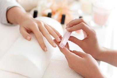 Tampil dengan Kuku Cantik saat Lebaran? Ini 5 Cara Manicure di Rumah