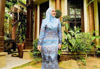 Baju Kurung Lebaran Family Distancing ala Siti Nurhaliza