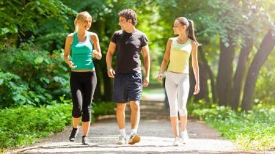 Cara Mudah Turunkan Berat Badan: Jalan Kaki 30 Menit Setiap Hari!