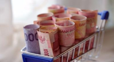 Rupiah Melemah ke Rp14.725 USD Jelang Akhir Pekan