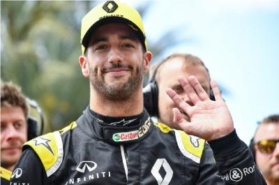 Ferrari Pilih Sainz sebagai Pengganti Vettel, Ricciardo Legawa