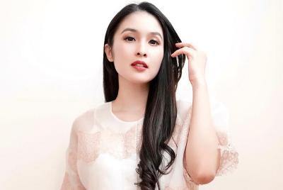 Sandra Dewi Unggah Foto Pose Cantik di Rumah, Netizen: Song Hye Kyo?