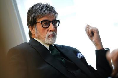 Amitabh Bachchan Sediakan 10 Bus untuk Pulangkan Ratusan Buruh Terlantar