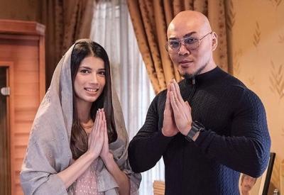 Intip Fashion Muslim Sabrina Bersama Deddy Corbuzier yang Memesona