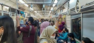 PSBB Jakarta, Penumpang KRL Padat di Jam Pulang Kantor