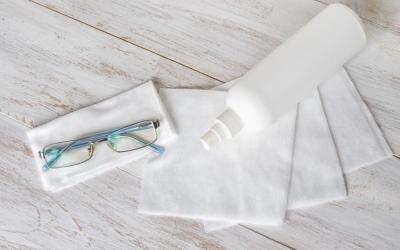 Cegah Penularan Corona ke Mata, Perlu Enggak Sih Mendisinfektan Kacamata?
