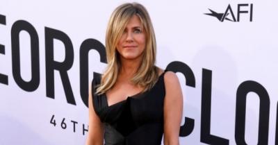 Tuai Kontroversi, Jennifer Aniston Lelang Foto Tanpa Busana Bantu Korban Corona