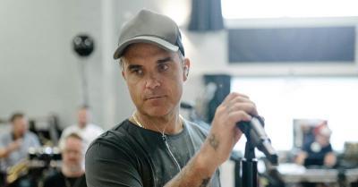 Masa Lalu Kelam Robbie Williams Bikin Anak-Anaknya Penasaran