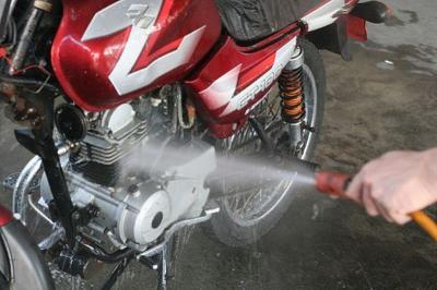 Bikin Motor Bersih dan Mengkilap, Begini Cara Jalani Usaha Cuci Motor