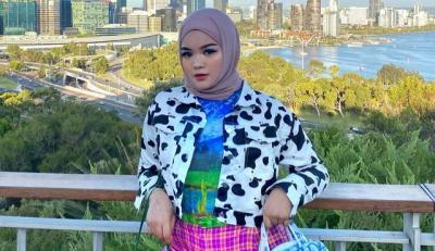 Intip 4 Padu Padan Hijab Colorful ala Shealyn Aisyah Laila