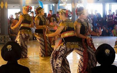 Mau Nonton Indahnya Gemulai Tarian Jawa? Main Saja ke Keraton Yogyakarta